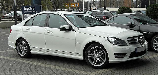 640px-Mercedes-Benz_C_220_CDI_BlueEFFICIENCY_Avantgarde_Sport-Paket_AMG_(W_204,_Facelift)_–_Frontansicht,_26._März_2011,_Düsseldorf